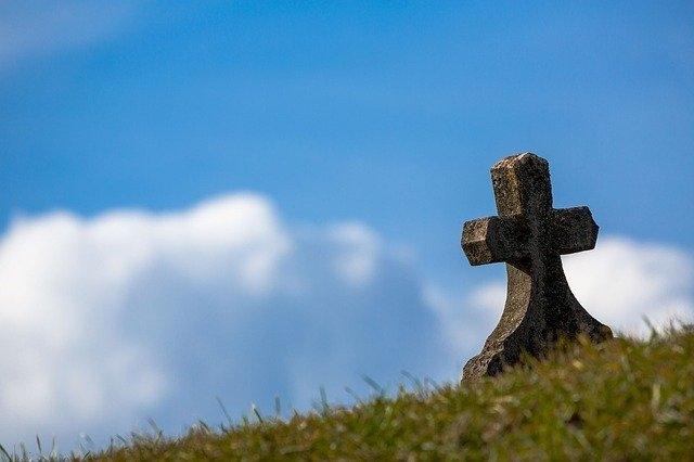 nagrobni spomeniki kamen