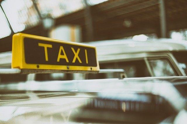 prevoz na letalisce prevozi-do-letalisc taxi ljubljana brnik voznja