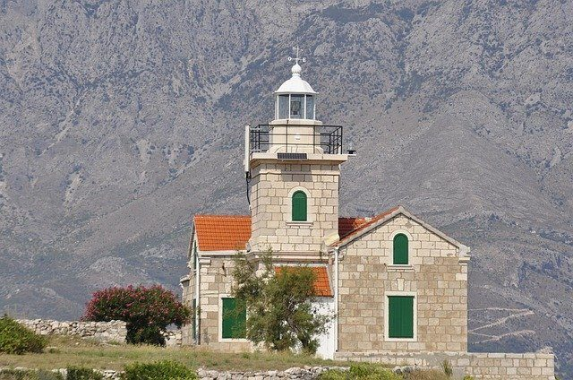 otok brač cerkev