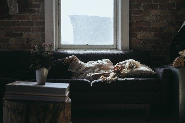 utrujenost kavč