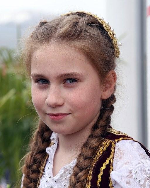 albanija potovanje po albaniji tirana deklica