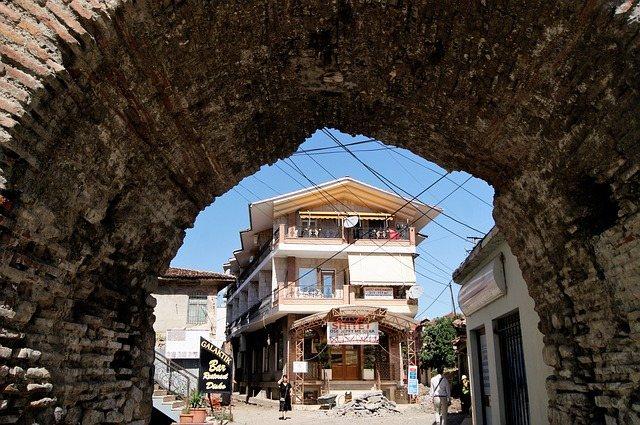 albanija potovanje po albaniji tirana hiša