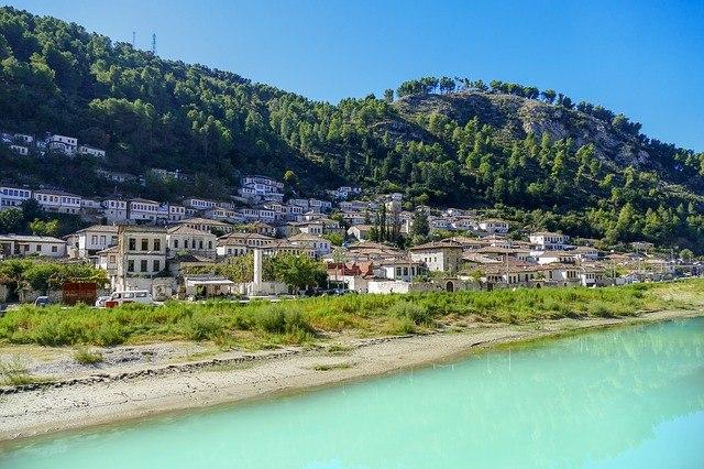 albanija potovanje po albaniji tirana naselje