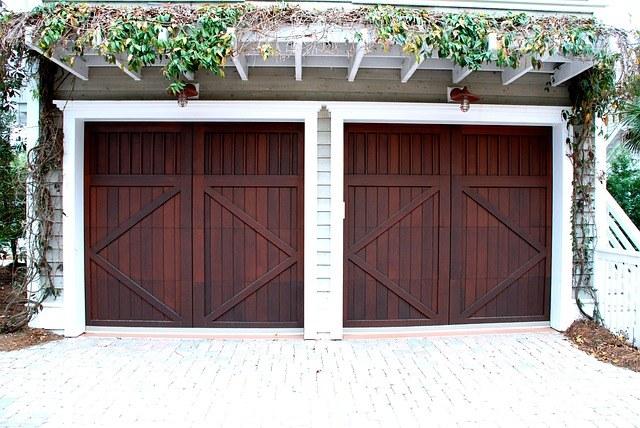 garažna vrata rjava