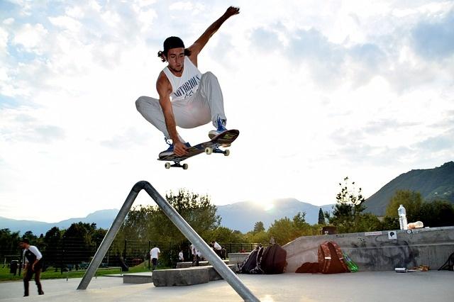 bmx rolanje rolkanje skatepark skiro šport urbani fant
