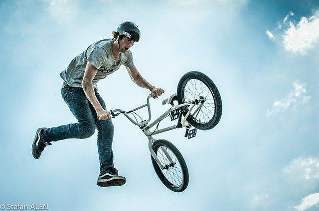 bmx rolanje rolkanje skatepark skiro šport urbani šport kolo