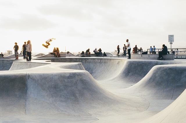 bmx rolanje rolkanje skatepark-skiro šport urbani šport skok