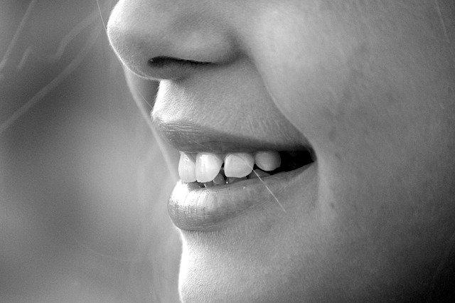 zobni implantati nasmeh