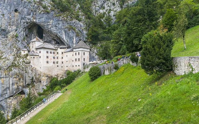 turistični boni bled predjamski grad