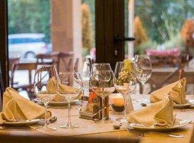 12 kvalitetnih gostiln v sloveniji miza